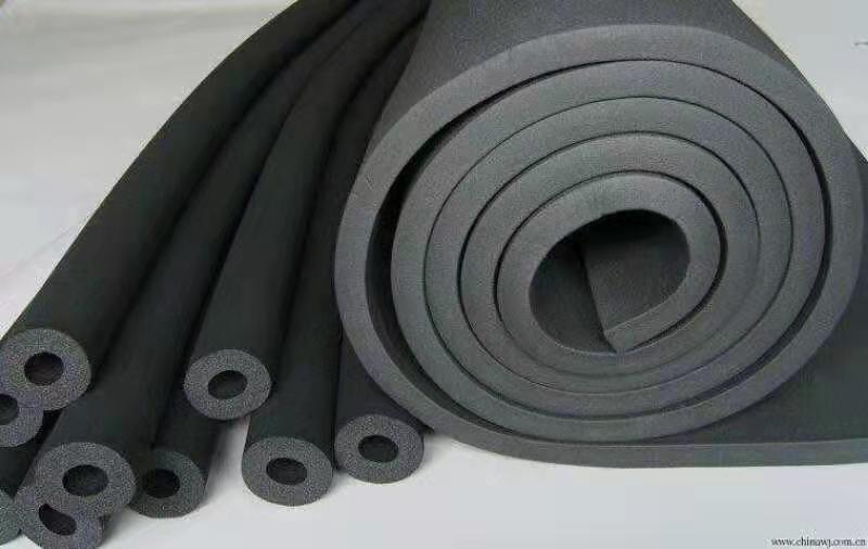 华美橡塑板的吸水性较强